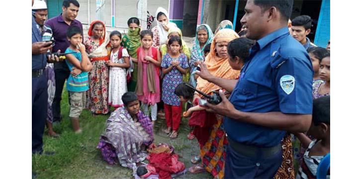 কুমিল্লায় মহাসড়কের পাশে পাগলির সন্তান প্রসব