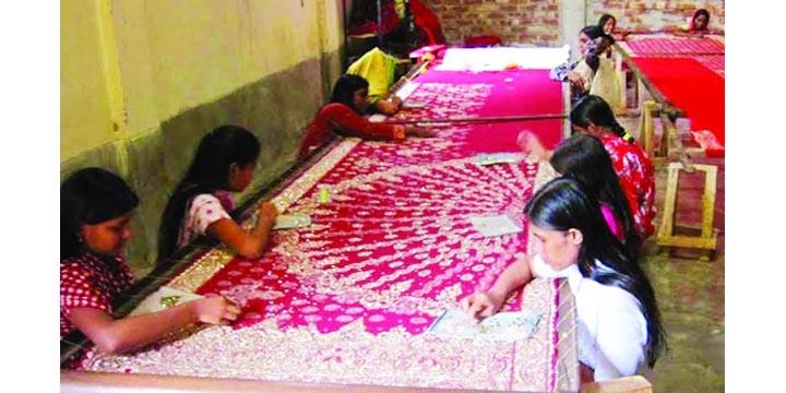ভারতীয় পোশাকের কাছে মারখাচ্ছে কুমিল্লার বুটিক শিল্প