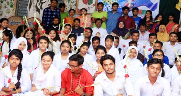 কুমিল্লা কলেজ থিয়েটারের নবীনবরণ অনুষ্ঠিত