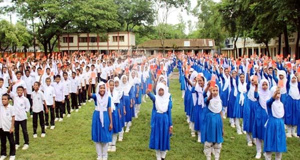 কুমিল্লায় বাল্যবিবাহ ও মাদককে লাল কার্ড দেখালো শিক্ষার্থীরা