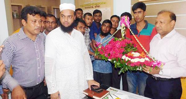 মনোহরগঞ্জে এমপি তাজুল ইসলামকে ফুলেল শুভেচ্ছা