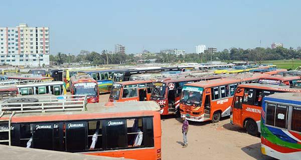 কুমিল্লা থেকে ২৭ রুটে আজও বাস চলাচল বন্ধ: ভোগান্তিতে যাত্রীরা