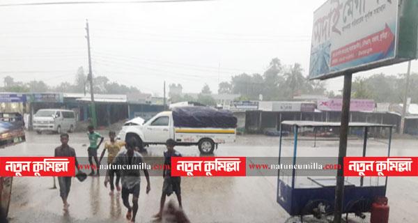 চৌদ্দগ্রামে পিকাপভ্যানের ধাক্কায় ১০ শ্রমিক আহত