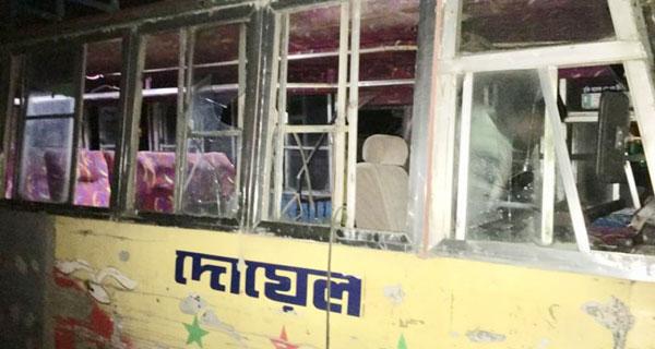 কুমিল্লা জাঙ্গালিয়া বাসস্ট্যান্ডে ১২টি বাস ভাংচুর
