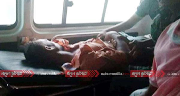 কুমিল্লা বিশ্ববিদ্যালয়ে ছাদ থেকে পড়ে শ্রমিক আহত