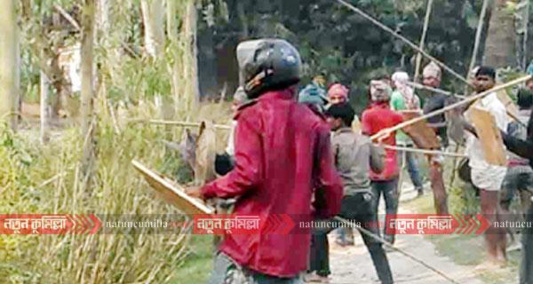 কুমিল্লায় ধর্ষণে ব্যর্থ হয়ে নারীর বাড়িতে বখাটেদের হামলা