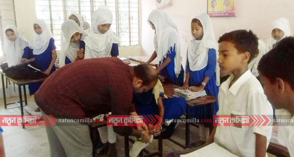 চৌদ্দগ্রামে প্রাথমিক বিদ্যালয়ে 'বাইরে ফিটফাট, ভিতরে সদরঘাট'