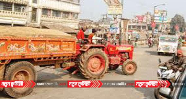 কুমিল্লায় বালুবাহী ট্রাক্টর চাপায় শিশু নিহত