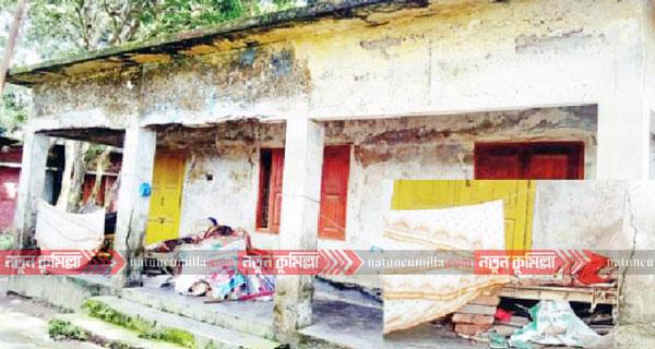 কুমিল্লায় বন্ধ পাঠাগারে নষ্ট হচ্ছে শত শত বই