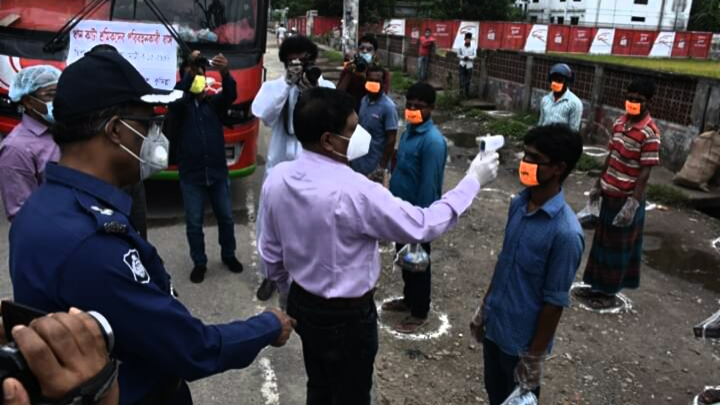 কুমিল্লা থেকে বরেন্দ্র ভূমিতে ধান কাটার শ্রমিক পাঠালো পুলিশ