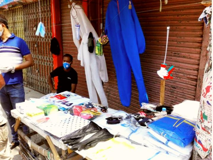 কুমিল্লায় ফুটপাত ও মুদি দোকানে বিক্রি হচ্ছে পিপিই