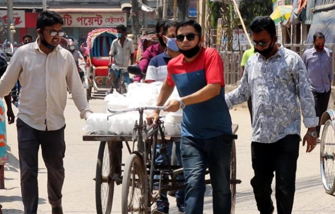 কুমিল্লায় কর্মহীন ও দরিদ্রদের ঘরে ঘরে মহানগর ছাত্রদলের উপহার