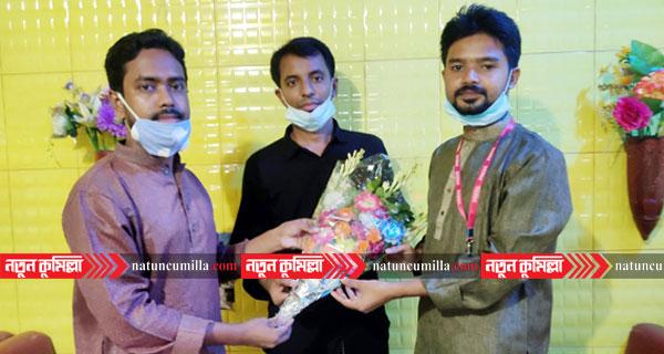 কুমিল্লায় অর্ধশত ছাত্রের মেস ভাড়া মওকুফ করায় মালিককে ক্যাম্পাস বার্তা'র শুভেচ্ছা