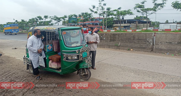 ঢাকা-চট্টগ্রাম মহাসড়কের কুমিল্লার অংশে চলছে পরিবহন